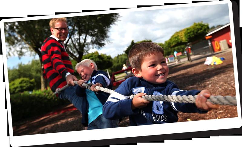 I Leklandet på Barnens Gård kan du mäta din styrka i Drängakampen.